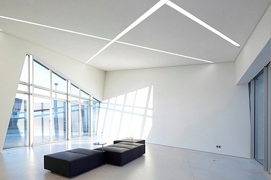 Minimalist-interior-design-by-Daniel-Libeskind-Architect